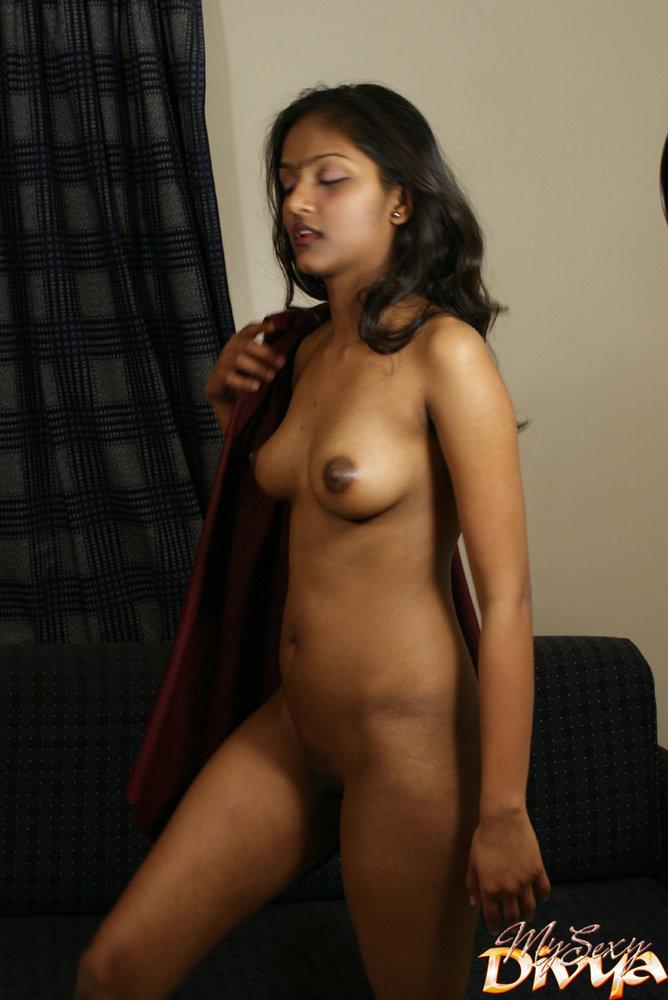naked Divya yogesh