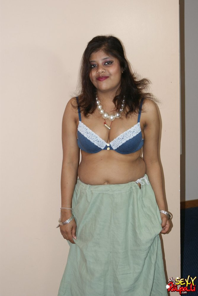 womens-naked-in-sarees-stripper-gets