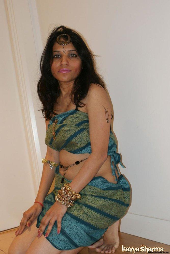 naked-girl-sitting-indian-style