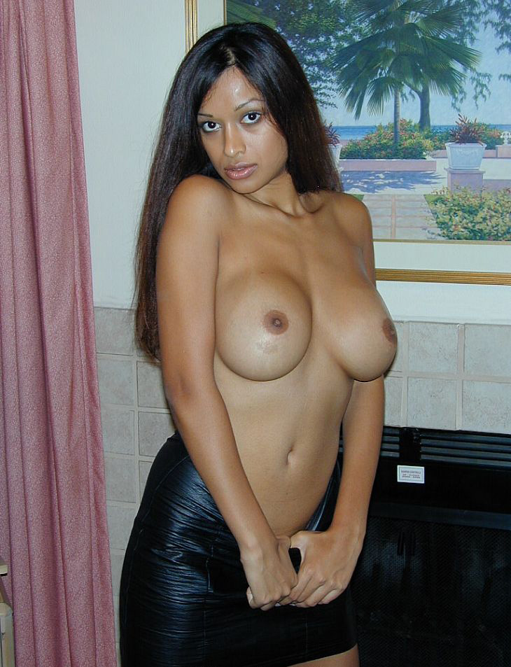 indian xxx fuck big lady - indian girl opening her bra to show off her big boobs