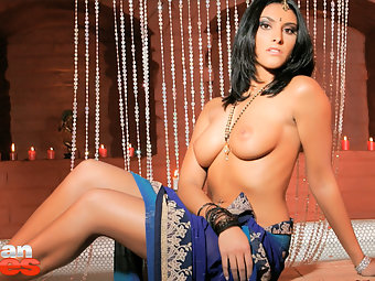Cock hungry Indian babe kareena With Dark haired fair complextion