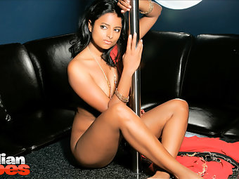 Hot Indian Babe Preeti is a sexbomb and she loves to get fucked