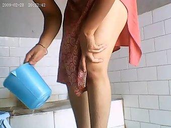 Indian hot sexy bhabhi taking shower mms