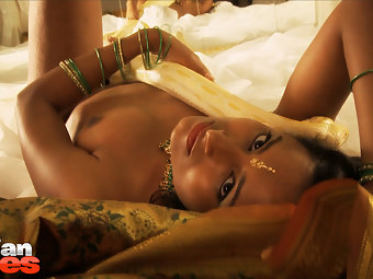 Indian babe preeti in snake charmer is really Gorgeous and flawless